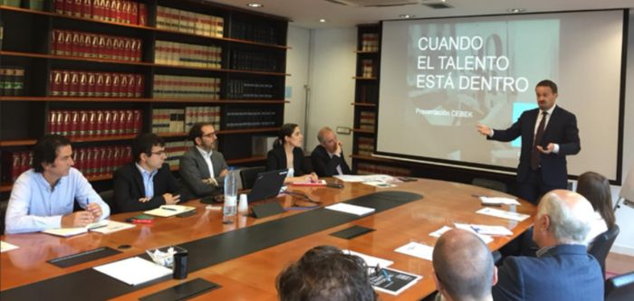 Oscar Valdivielso participates in a seminar in support of Intra/entrepreneurship