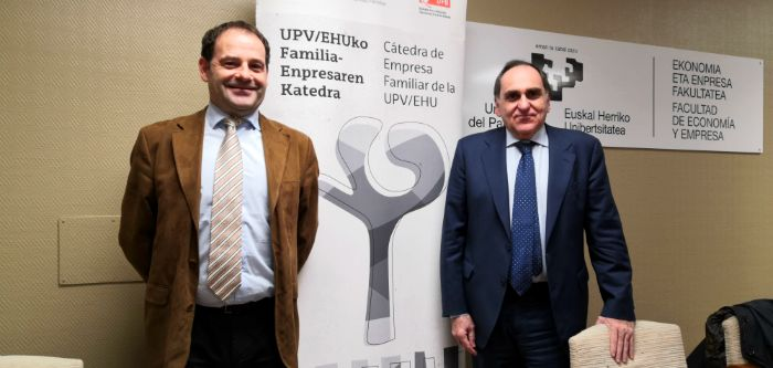 Sabin Azua speaks at the Faculty of Economics and Business of the Public Basque University